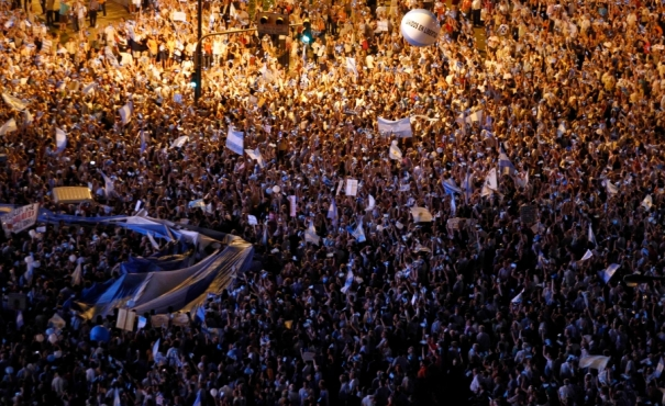 1000s argentine_protest
