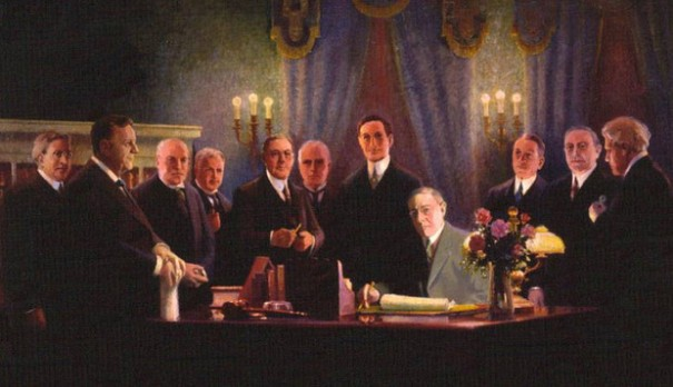 1913Wilson signing the Federal Reserve Act