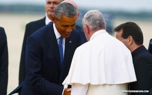 obama bows to pope francis arrives america vatican catholic church